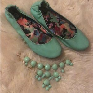 Mint green ballet flat & necklace combo
